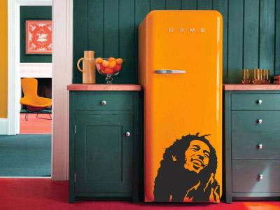Наклейка на холодильнике