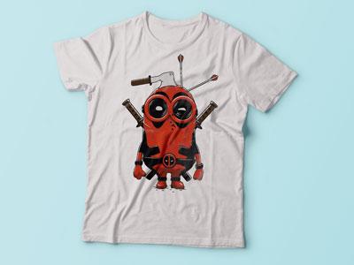 Миньон дедпул на футболке.
